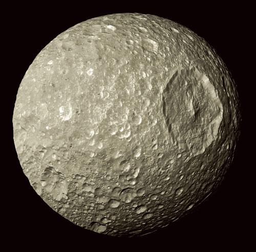 Mimas, satellite de Saturne, qui ressemble tant à l'Étoile Noire de Star Wars